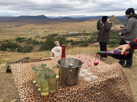 Isandlwana, Sudáfrica: Drinks while we are told the background to the battles