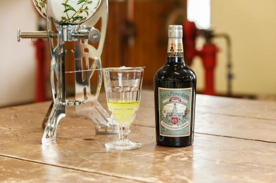 Le Vieux Pontarlier, lors de la visite - Photo de Distillerie Les Fils d'Emile Pernot, La Cluse-et-Mijoux - Tripadvisor