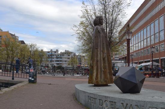 Spinoza Monument