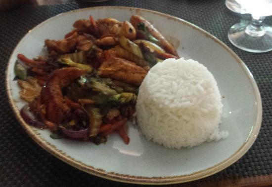 Hannigan's Bar and Restaurant: Chicken breast with vegetables