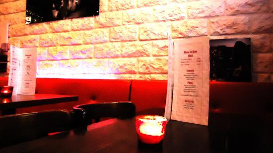 Dream caf martyrs paris 8 rue des martyrs op ra for Restaurant miroir rue des martyrs