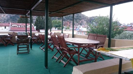 Caretta Caretta Hotel: Hier kann man auf der Dachterrasse frühstücken oder abendessen