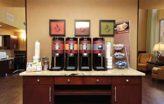 Hampton Inn & Suites Ontario: Coffee Station