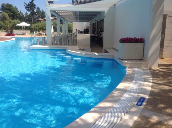 Swim up - bar stools in pool