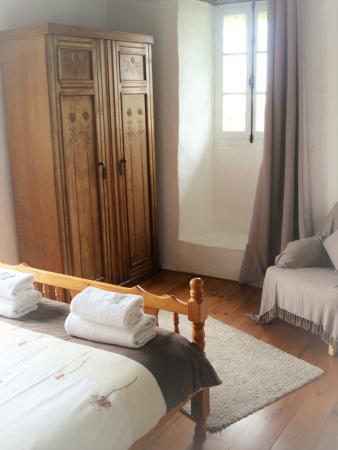 Saint-Paul-Lizonne, Francia: Room