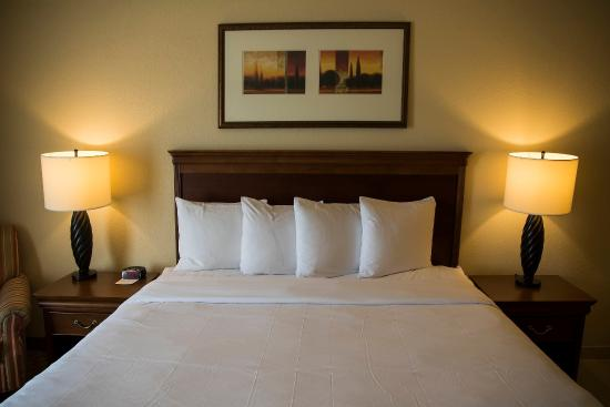 Country Inn & Suites By Carlson, Valparaiso: Guest Room