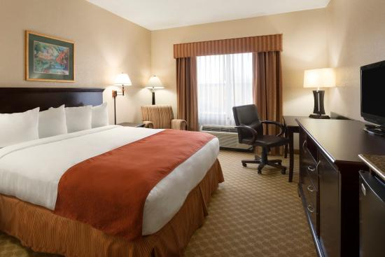 Country Inn & Suites By Carlson, Columbus: CLBSKing Guestroom