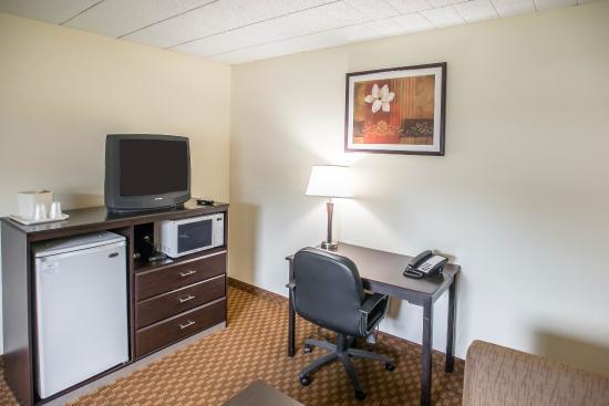 Econo Lodge & Suites : PASNK