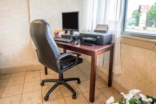 Econo Lodge & Suites : PACOMP
