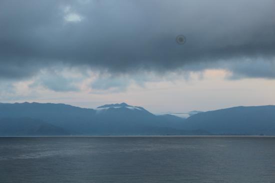 Danau Poso: Lovely Mountain scenery