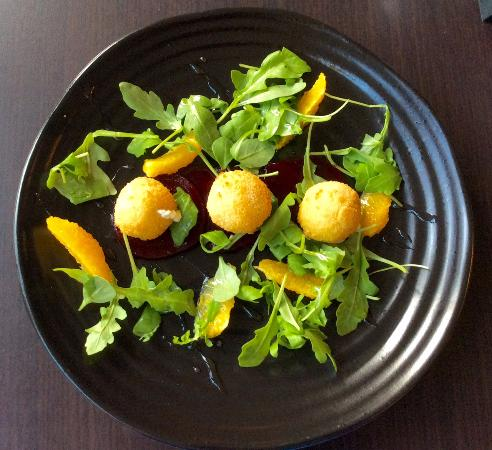 Pembury, UK: Goat cheese, beet and orange salad for a starter