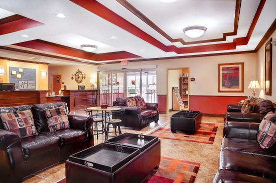 Holiday Inn Express Inverness: Hotel Lobby