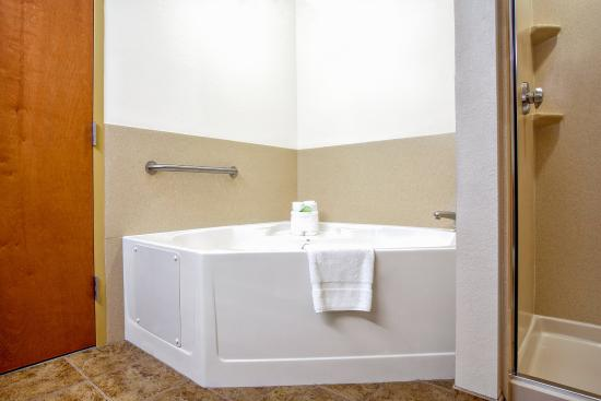 Lecanto, FL: King Guest Room with jetted tub