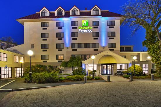 Holiday Inn Express Boston Waltham Ma Updated 2017