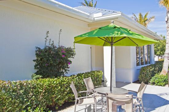 Holiday Inn Express North Palm Beach - Oceanview: Guest Patio