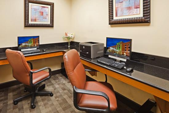 Holiday Inn & Suites Beaufort at Highway 21: The Business Center is open 24 hours to help you stay connected