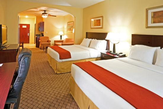 Holiday Inn Express Hotel & Suites New Boston: Suite w/ 2 Queen Beds, Wet Bar & Sofa Sleeper
