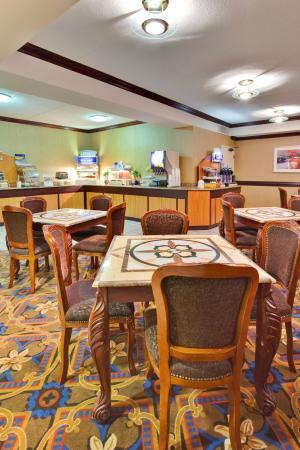 Holiday Inn Express Flint: Breakfast Bar