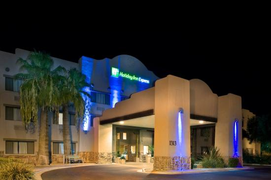 Holiday Inn Express Phoenix -I-10 West/Goodyear: Evening in Goodyear Arizona, hotel exterior