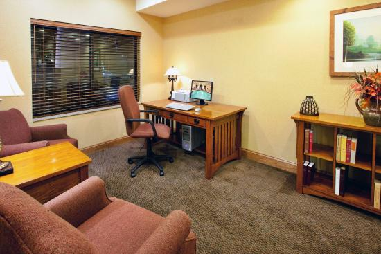 Pounding Mill, VA: Holiday Inn Express & Suites-Claypool Hill, Va Business Center