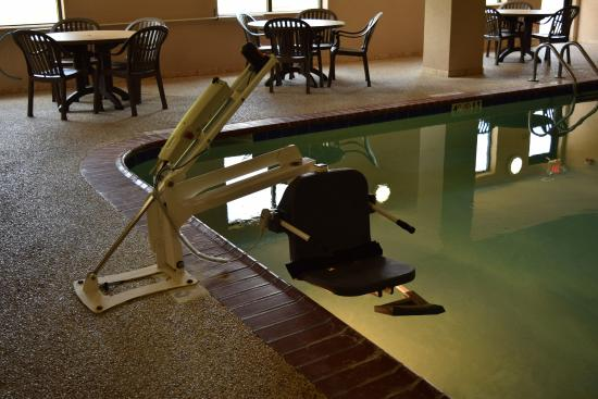 Pounding Mill, VA: Holiday Inn Express & Suites-Claypool Hill, VA  ADA Pool Lift