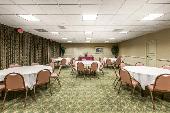Quality Inn & Suites Conference Center: BALLROOM