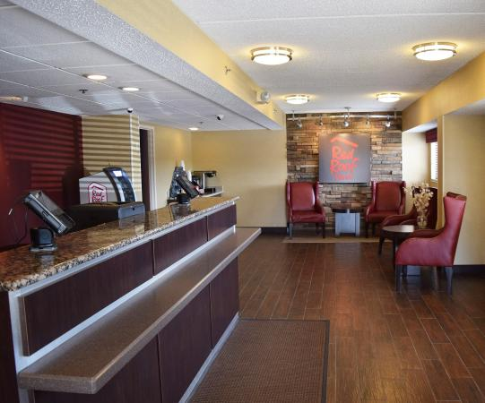 red roof inn syracuse updated 2018 hotel reviews price. Black Bedroom Furniture Sets. Home Design Ideas