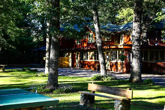 Birchcliff Resort : Newly renovated group lodge -- sleeps 14