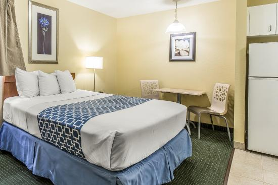 Suburban Extended Stay of Fort Myers: Guest Room