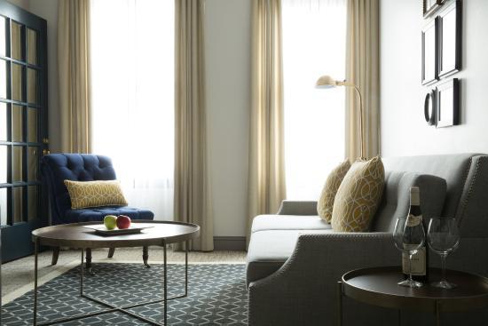 Warwick San Francisco Hotel: Suite Parlor