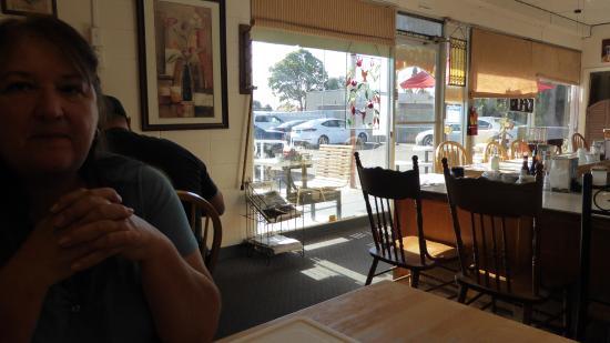 Lil' Bits Cafe: Inside by grill