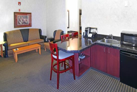 Holiday Inn Express Hotel & Suites Calgary South : Wet Bar with Mini Refrigerator and Microwave
