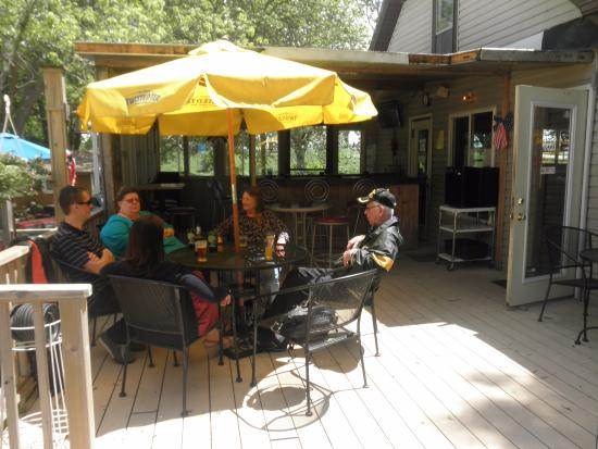 Beaver Dam, WI: nice deck, great for outdoor dining.