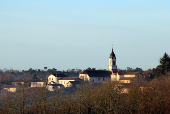 Pouillon, Frankrike: Misson
