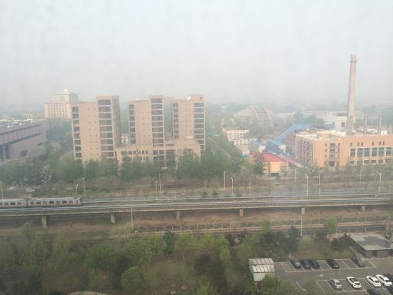 Holiday Inn Beijing Haidian: Suíte localizada nos fundos
