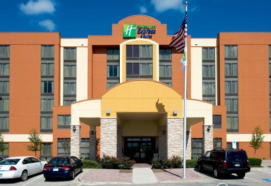 Holiday Inn Express & Suites DFW Airport South Hotel: Hotel Exterior