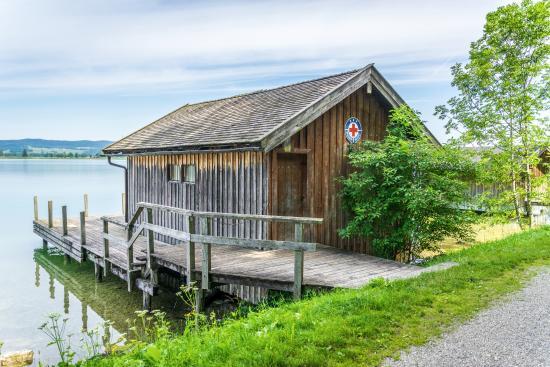 Gasthof zur Post in Kochel am See: Cabins on the Lake.