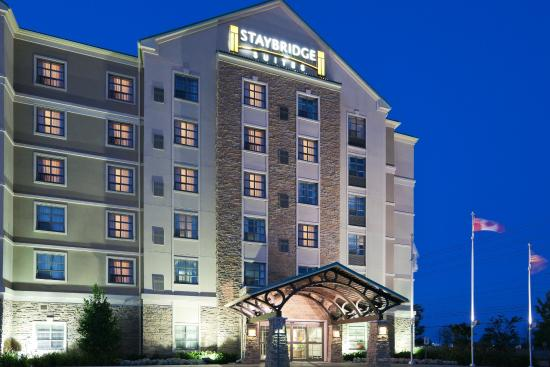 Staybridge Suites Oakville: Hotel Exterior