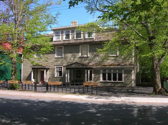 Monroe House Executive Guest House