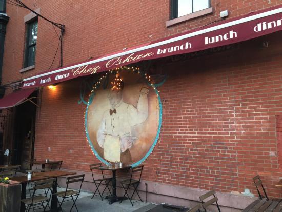 Chez Oskar: Outside wall