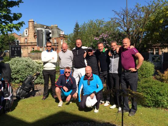 Golf Lodge Bed & Breakfast: Our new Swedish golf group enjoying the sunshine before heading off to tackle the West Links !