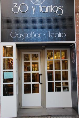 Gastro Bar 30 y Tantos Teatro