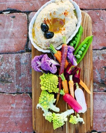 Azu Restaurant & Bar: Hummus and Local Veggie Crudité