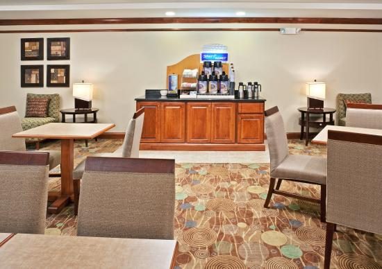 Holiday Inn Express Hotel & Suites Vancouver Portland North: Breakfast Area