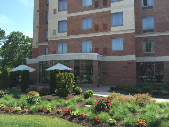 Hilton Garden Inn Stony Brook: Beautiful day here in Stony Brook, made better by the outstanding work of the staff here at the