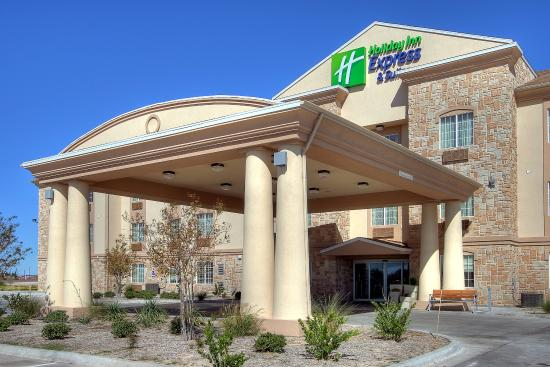 Holiday Inn Express Hotel & Suites Pecos: Hotel Exterior