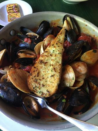 Rockland, MA: Littleneck Clams and Mussels