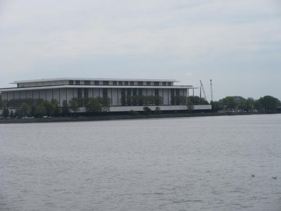 Potomac River : View of the Kennedy Center from Georgetown Waterfront