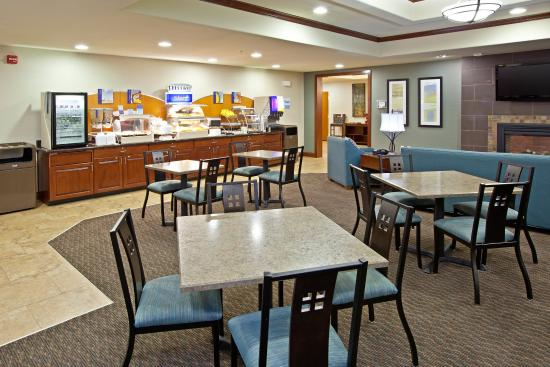 Holiday Inn Express Hotel & Suites Ripley: Holiday Inn Express & Suites-Ripley, WV Breakfast Area