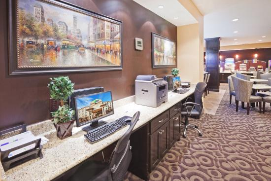 Holiday Inn Express & Suites Denton - UNT - TWU: Business Center